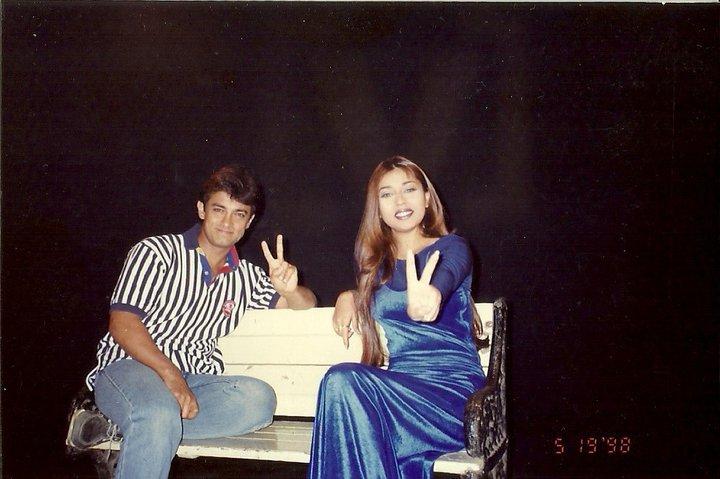 Komal Rizvi with Aamir Khan being VJ in India