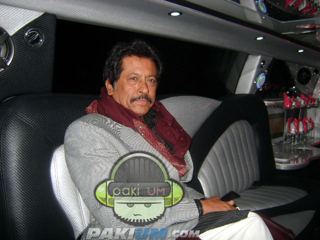 Ataullah Khan Essa Khelvi sitting in Limo Coke Studio