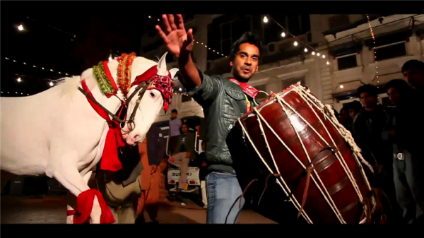 Horse Dance on DHOL THAAP in SIEGE's Aisi ke Taisi