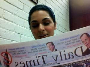 Meera Jee reading english newspaper