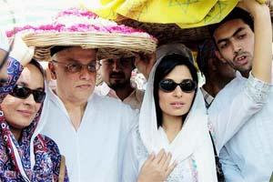 Pakistani Film Actress Meera with Mahesh Bhatt