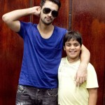 Atif Aslam with his Fans in Dallas (12)
