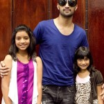 Atif Aslam with his Fans in Dallas (13)