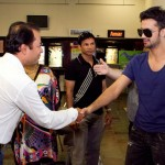 Atif Aslam with his Fans in Dallas (15)