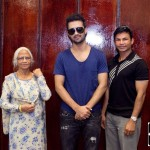 Atif Aslam with his Fans in Dallas (22)