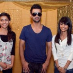 Atif Aslam with his Fans in Dallas (3)