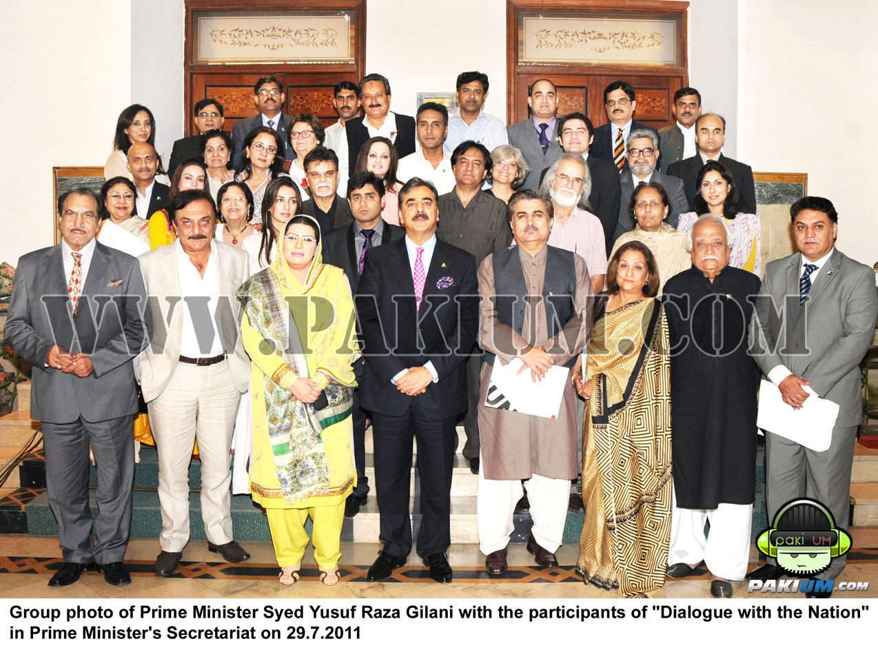 PM Gillanis's group photo with Pakistani Artistes, film and TV actors/writers