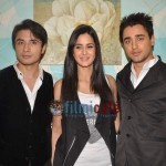 Ali-Zafar-with-Imran-Katrina-on-sets-of-Xfactor (14)