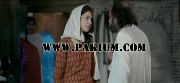 Humaima Malik (Zainab) arguing with Manzar Sehbai (Hakeem Sahab)