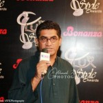 Khawar-Riaz-at-10th-Lux-Style-Awards-2011 (20)