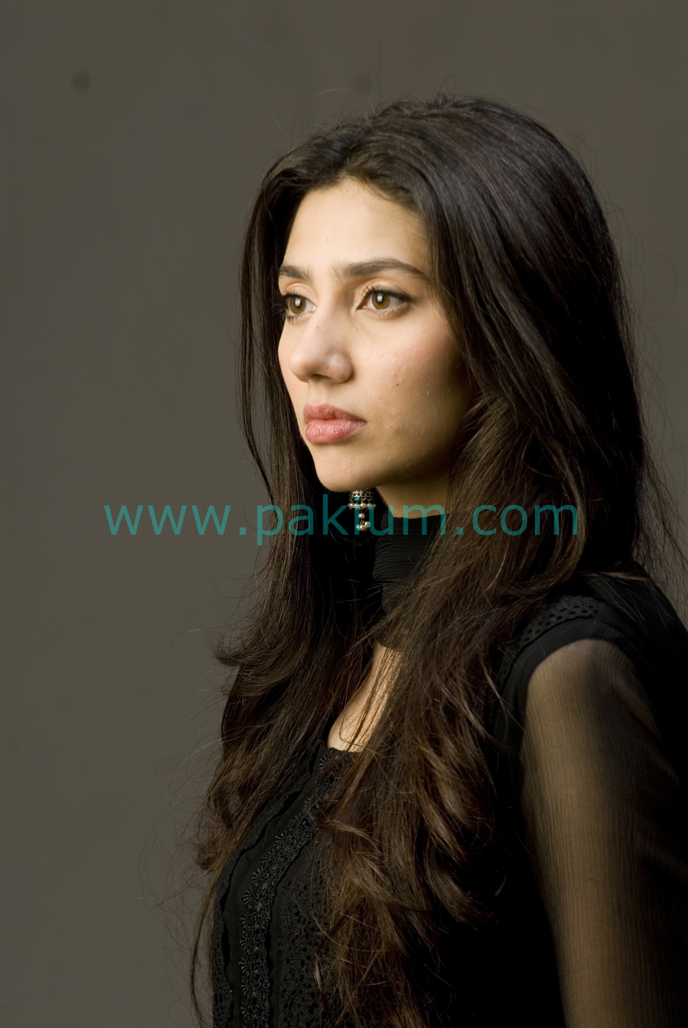 mahira khan in humsafar in black dress   pixshark