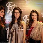 Pakistani-models-posing-at-10th-Lux-Style-Awards-2011 (23)