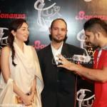 VJ-Anoushey-Faizan-at-10th-Lux-Style-Awards-2011 (38)