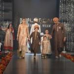 Meesha Shafi & Sanam Marvi at PFDC L'Oreal Paris Bridal Week (12)
