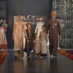 Meesha Shafi & Sanam Marvi at PFDC L'Oreal Paris Bridal Week (13)
