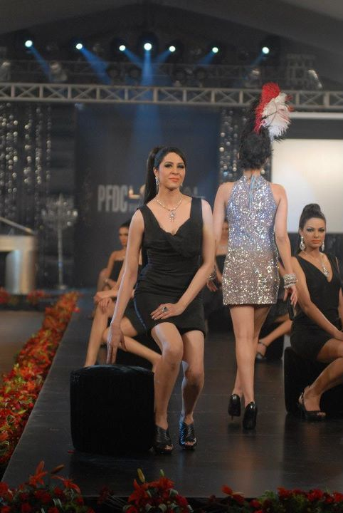 Meesha Shafi & Sanam Marvi at PFDC L'Oreal Paris Bridal Week (3)