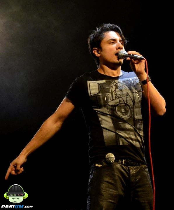 Ali Zafar , Roxen & Saeen Zahoor Live at Royal Palm (9)