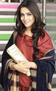 Humaima Malik Wins Lux Style Awards 2012