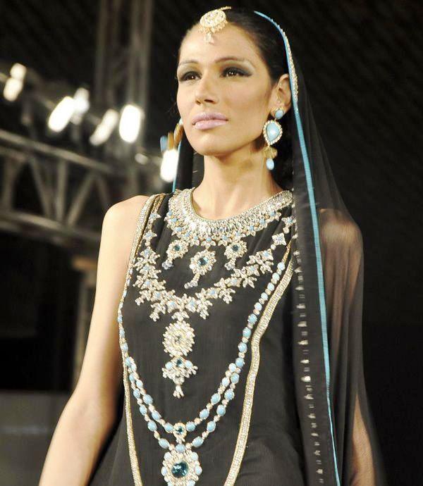 Fayeza-Ansari-in-Nomi-Ansari-Dress