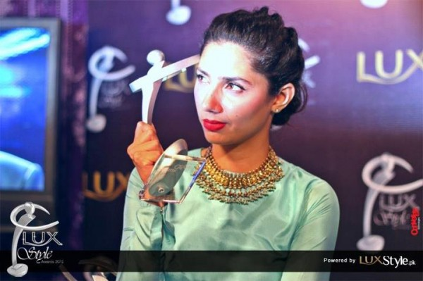 Mahira Khan holding 11th Lux Style Awards Trophy