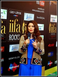 Sidra Iqbal hosting IIFA Awards Green Carpet