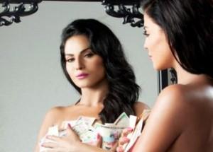 Veena Malik's Bollywood Career has been Started