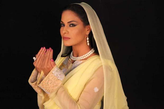 Veena-Malik-at-Hero-TV-Astagfar-show11