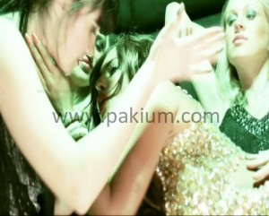 Veena Malik Kissing Lesbo in Drama Queen
