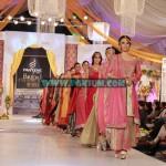 Hajra-Hayat-Bridal-Couture-Week-Lahore-2012-13