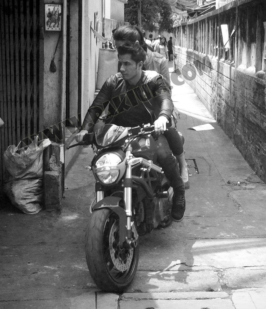 ali zafar and nargis fakhri on bike