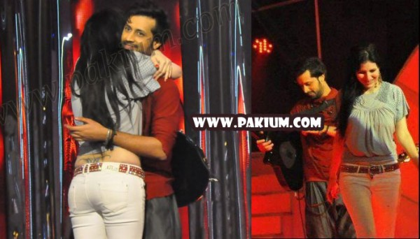 the girl who hugged and kissed Atif Aslam in sur kshetra