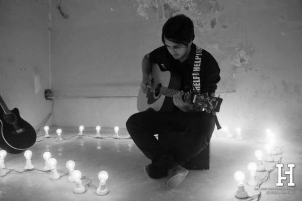 Mustufa Pervez in Kahin Nahin Music Video