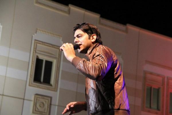 Goher Mumtaz on vocals