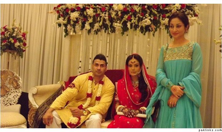 Pakistani Celebrities & Their Families - Picture Gallery ...