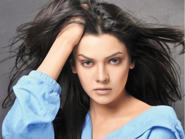 Sara Loren Murder3 Actress