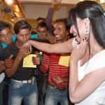 Veena Malik recieved 137 kisses on her hand - 3