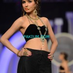 Nadia-Chotani-Bridal-Couture-Week-2013 (3)