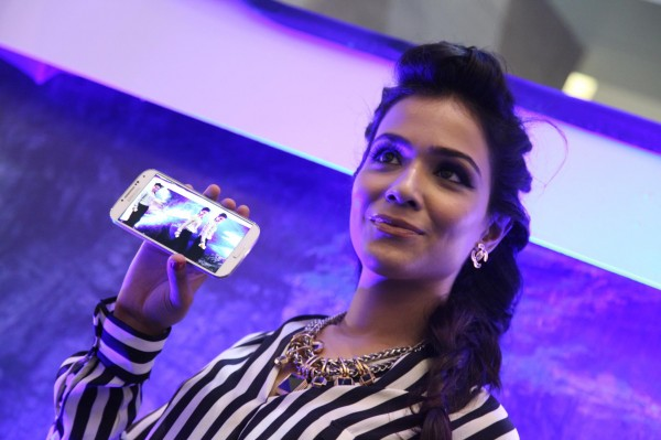 Humaima Malick is now brand ambassador of Galaxy S4 (1)