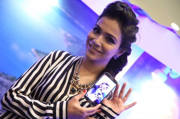 Humaima Malick posing with S4