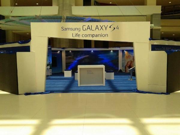 Samsung Galaxy S4 branding in Dolmen Karachi