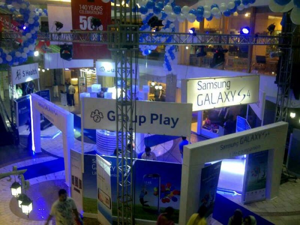 Samsung Galaxy S4 branding in Mall of Lahore