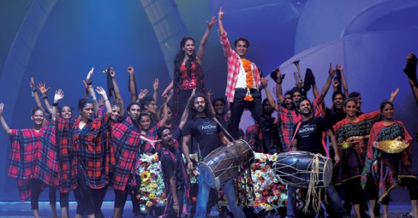 humaima-and-alizafar-at-LSA-2012-(2)