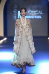Misha-Lakhani-PFDC-Loreal-paris-bridal-week-2013-day-2 (9)