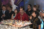 Rahat-fateh-ali-khans-Birthday-Celebrations-on-stage (6)