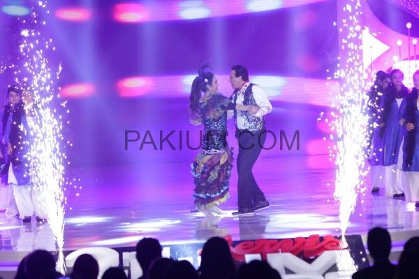 Javed Shaikh and Bushra Ansari dancing on 2nd Hum Awards