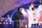 Fahad-Mustafa-hosting-2nd-HUM-AWARDS-2014 (19)
