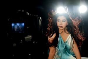 Komal rizvi sings a song for Pakistani movie system