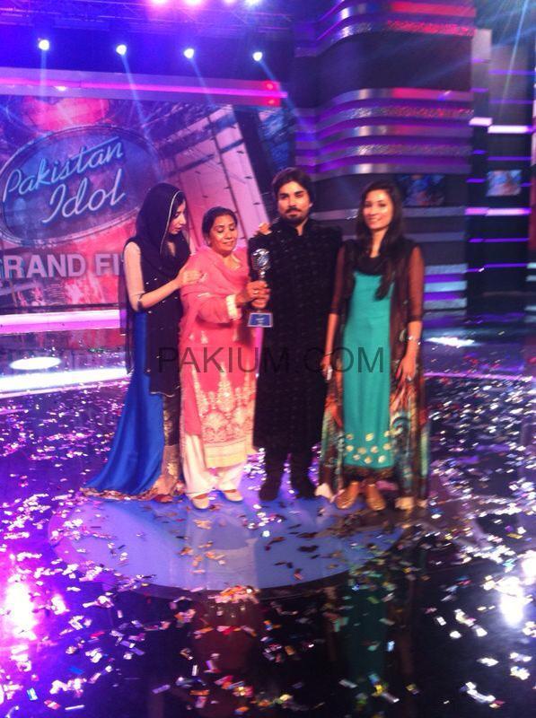 Zamad Baig holding his first Pakistan Idol trophy