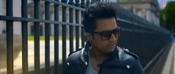 falak-shabbir-teri-kasam-music-video-2