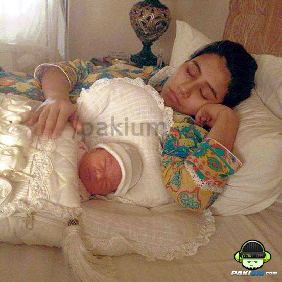 syra yusuf with her baby